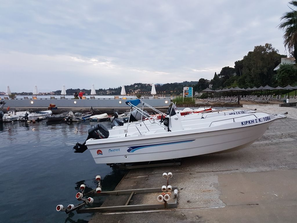 """Charterboote auf Korfu """"auf Halde"""""""