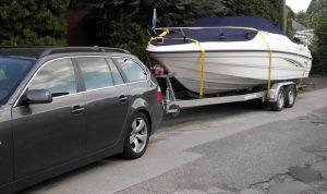 2to Lebendgewicht am Haken: ein typisches Trailerboot auf Tandemtrailer