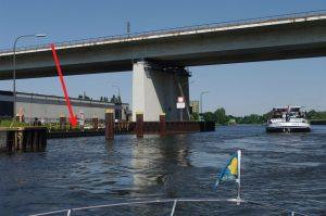 Sportbootanleger im Oberwasser Meiderich (s. Pfeil)