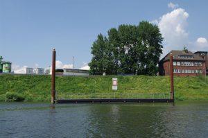 Sportbootanleger im Unterwasser der Schleuse Meiderich - Totale
