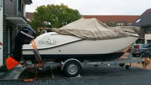 Bootsnamen provisorisch mit Tesafilm angepappt