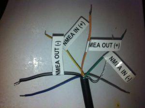 Beispiel: Lowrance Funkgerät (mit einem zweiten NMEA0183-Ausgang)